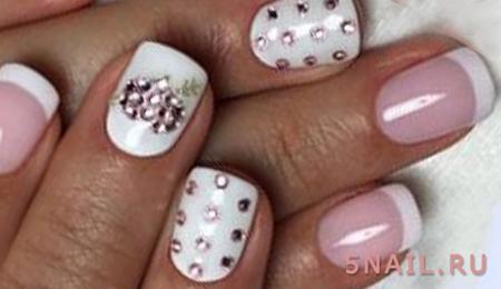 снежные ногти со стразами
