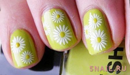 летние ромашки на ногтях