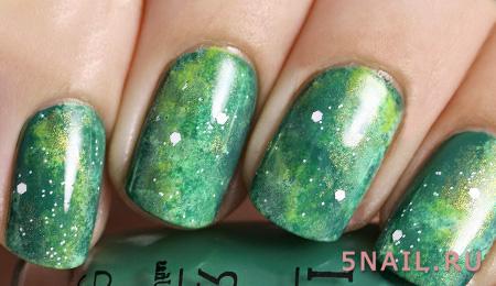 ногти в зеленых пятнах