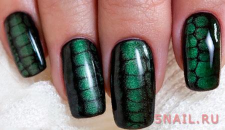 дизайн кожа рептилии на ногтях