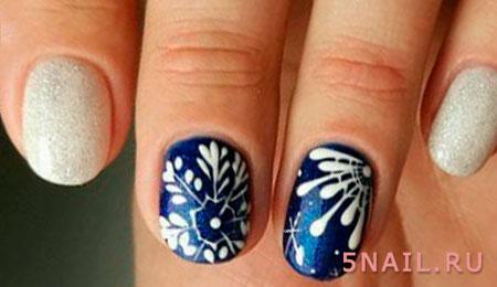 бело синее покрытие ногтей