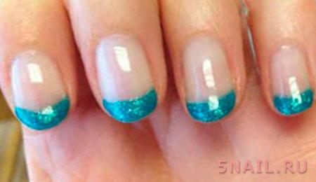 голубая линия улыбки на ногтях