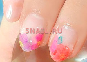 капли на ногтях