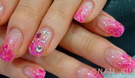 розовые ногти с глиттером