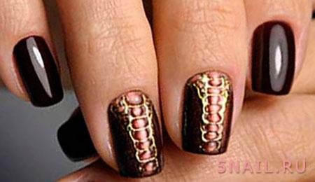 рептилия на ногтях марсала