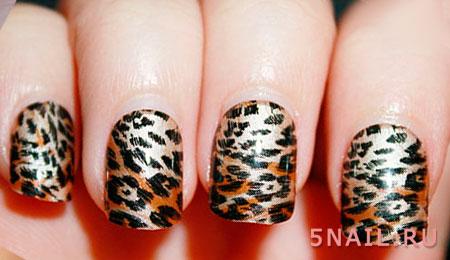 маникюр с леопардовыми наклейками