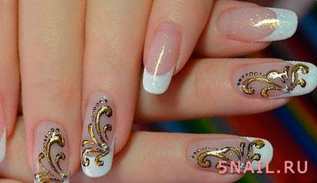 золотистая фольга на ногтях
