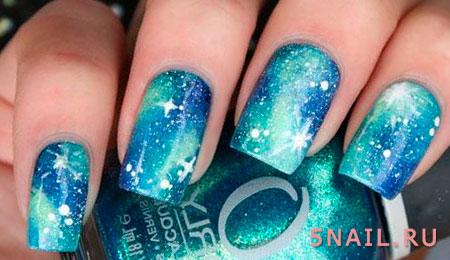 синие ногти космос