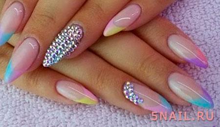 дизайн на острых ногтях