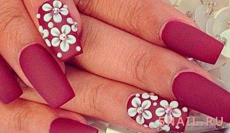 цветы на матовых ногтях