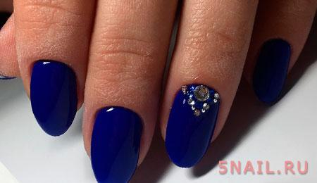 синее покрытие ногтей