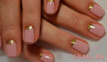 золотистая лунка на ногтях