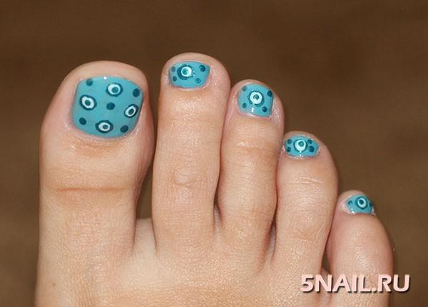 Синий дизайн ногтей на ногах