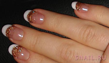 золотая улыбка на ногтях