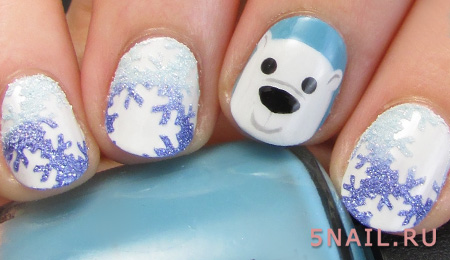 снежный маникюр на коротких ногтях