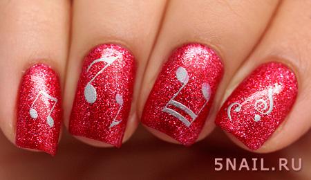 карминовые блестки на ногтях