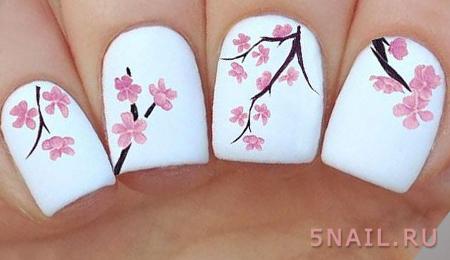 цветочный принт на ногтях