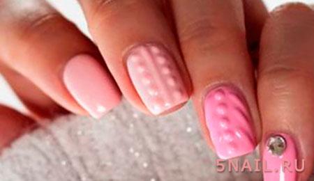 вязаный розовый маникюр