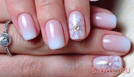 белый градиент на ногтях