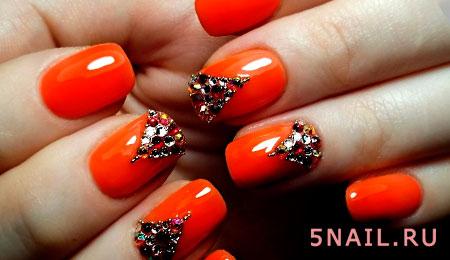 оранжевый нейл арт с декором