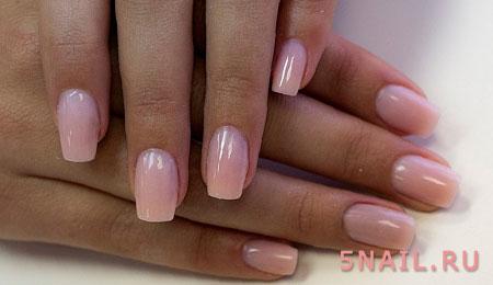 бледно розовый маникюр