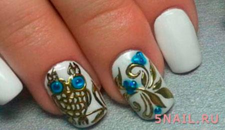 золотая сова на ногтях