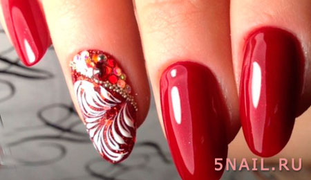 роспись на красных ногтях