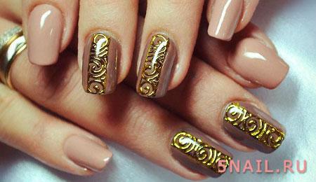 нюдовый маникюр с золотом