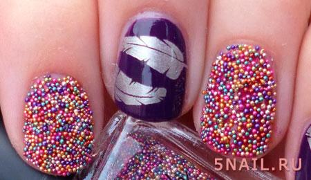 Разноцветные бульонки на ногтях похожи на маленькие конфетки