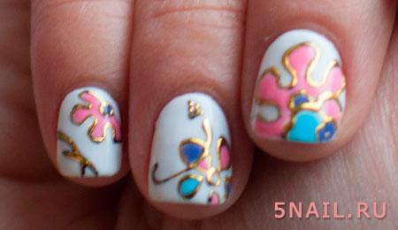 короткие ногти с золотом