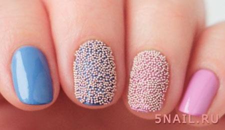 декор в виде шариков на ногтях