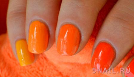 оранжевый градиент в маникюре