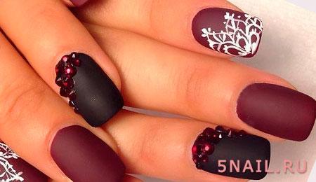 снежинка и камни на ногтях