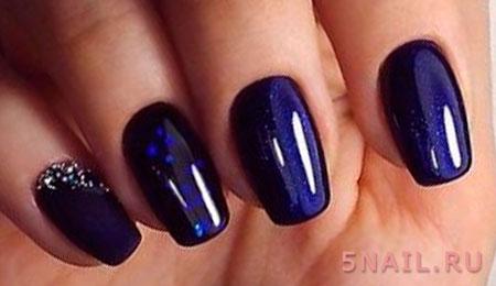 темно синий маникюр